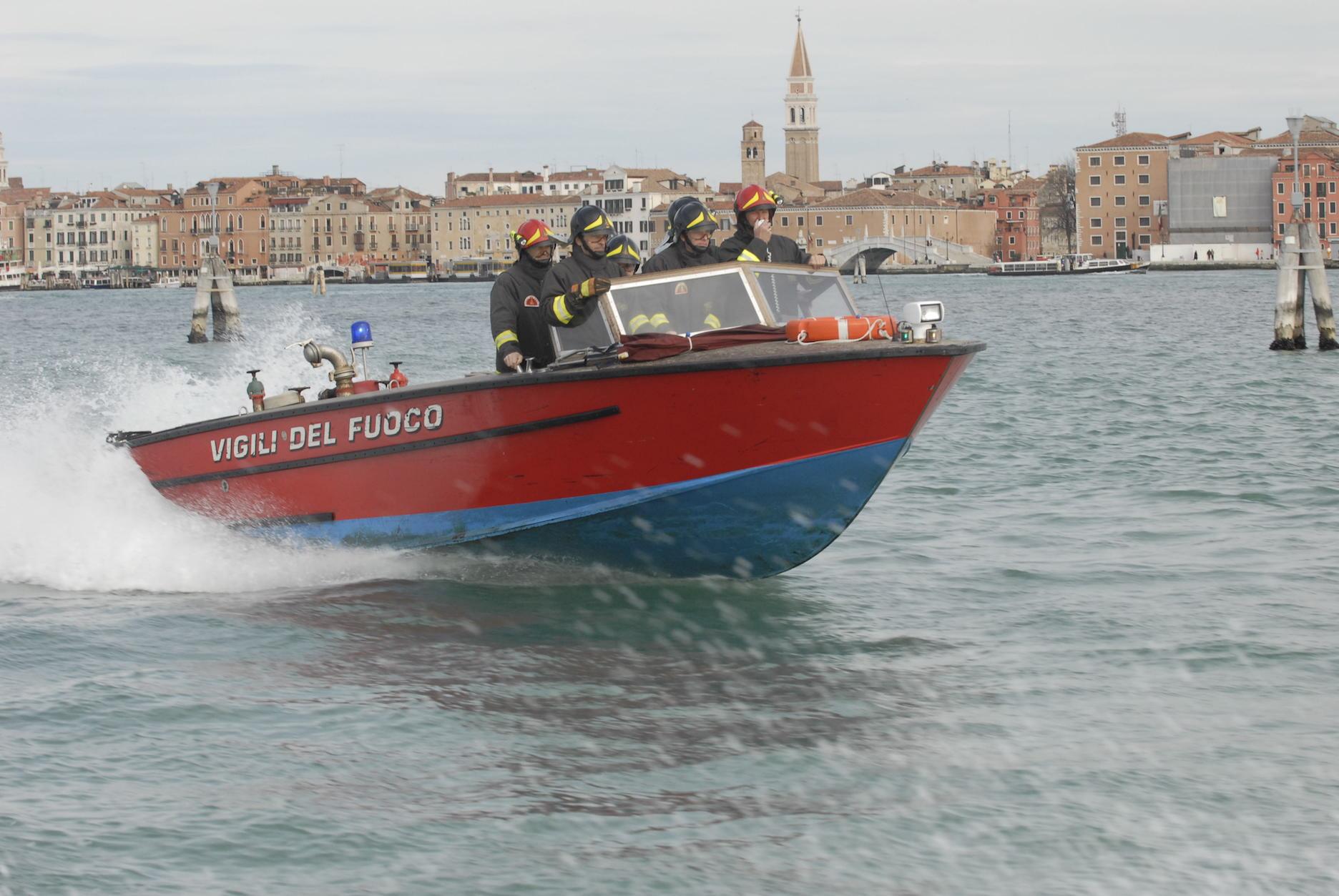 barca venezia pompieri